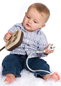 Baba, gyermek elsősegély: áramütés